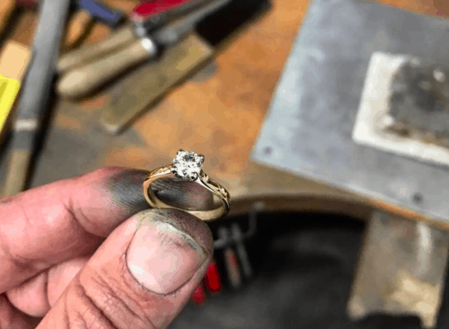 Finished golden ring with diamond jewel